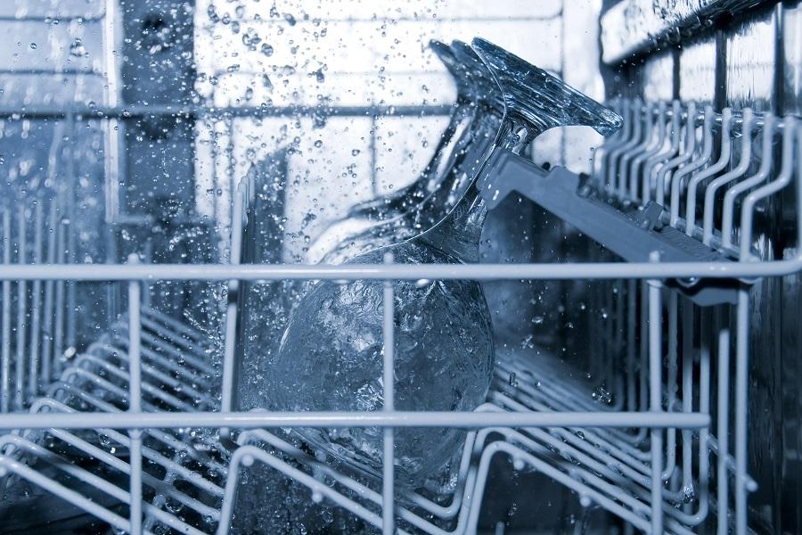 colocar copas en el lavavajillas